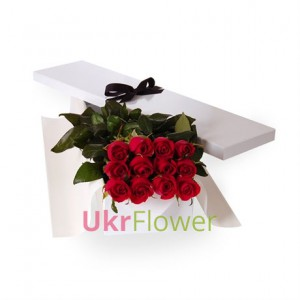 11 roses in a gift box ― Ukrflower - flower delivery