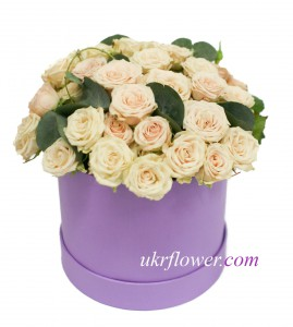 Spray roses in the box ― Ukrflower - flower delivery