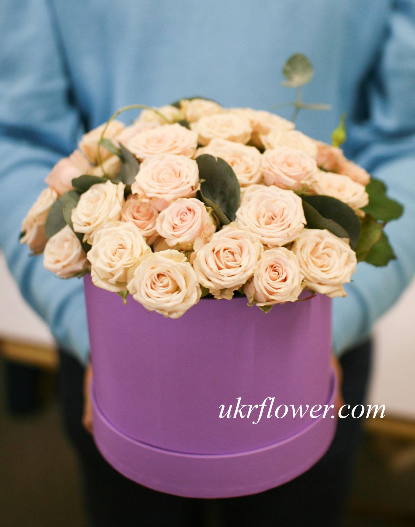 Spray roses in the box ukrflower flower delivery kiev ukraine spray roses in the box izmirmasajfo