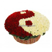 "Arrangement of 351 roses ""Yin and Yang"""