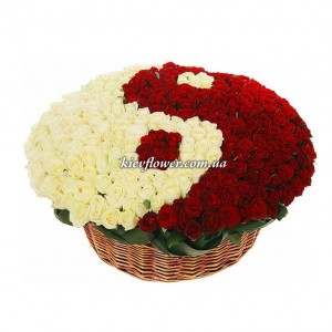 "Arrangement of 351 roses ""Yin and Yang"" ― Ukrflower - flower delivery"