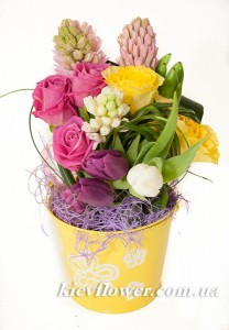 Composition in a bucket ― Ukrflower - flower delivery