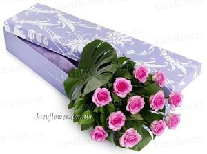 Pink roses in a box ― Ukrflower - flower delivery