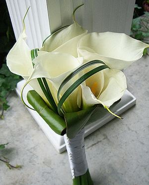 Wedding bouquet of calla lilies number 26 ― Ukrflower - flower delivery