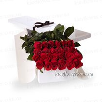 25 roses in a gift box